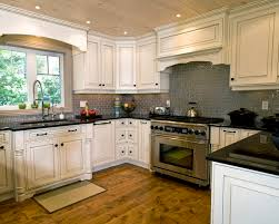 pictures of kitchen backsplashes with white cabinets white kitchen cabinets tile backsplash quicua