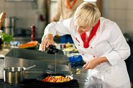 atelier cuisine à domicile cours de cuisine pour 2 par miakh cuisine à domicile wonderbox