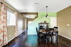 colori pareti sala da pranzo sala da pranzo con le pareti di colore beige e verde immagine