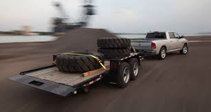 dodge ram v6 towing capacity one truck tug of war 2016 ram 1500 vs 2016 toyota tundra