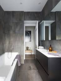 ideen kleine bader fliesen badezimmer bilder dachschraege oberlicht duschkabine kommode