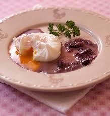 recette de cuisine avec des oeufs oeufs pochés en sauce meurette ou bourguignonne les meilleures