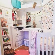 pas de chambre pour bébé pas de chambre pour bébé pas grave il reste la penderie un
