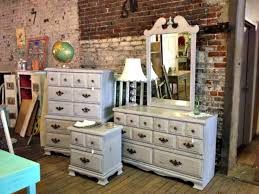 how much chalk paint do i need for kitchen cabinets how much can you paint with a quart of chalk paint my