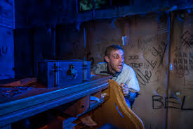 halloween horror nights extended video get a chilling first look at vr experience u0027the repository