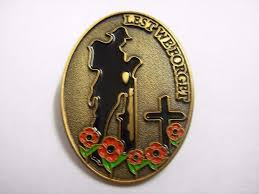 poppy pin badge large oval lest we forget soldier at grave with