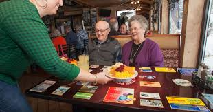 what restaurants are open on thanksgiving 2014 thanksgiving traditions continue at area restaurants