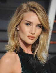 rosie huntington side parted lob il taglio sfilato di rosie huntington whiteley haircut hairstyle