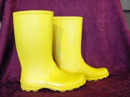 yellow boots s fabrique au canada yellow boots photo picture image on use com
