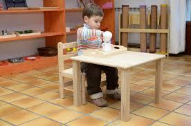 bureau b b 18 mois chaise et table pour les moins de 3 ans le coin montessori