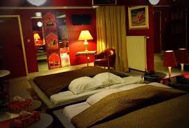 hotel chambre belgique hôtel de jour chambre miroirs en journée entre charleroi et nivelles