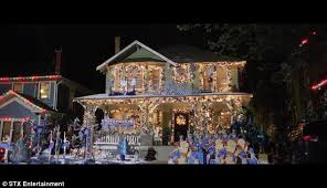 a bad mom u0027s christmas trailer with mila kunis daily mail online