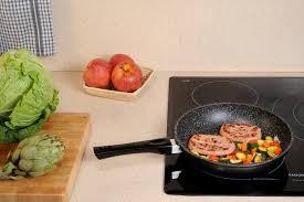 cuisine à la poele poêle stonewell en de 24 cm couvercle en verre ustensiles