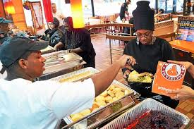 new popeyes owners treat 550 to thanksgiving feast new
