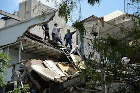 mexico earthquake kills hundreds trapping many under rubble the