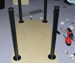 pied de bureau comment fixer des pieds de table trucs et deco