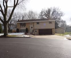 hard to find 3 car garage in a quiet neighborhood 3386 venture