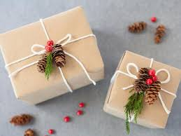 How To Gift Wrap A Present - how to wrap gifts with natural items creative christmas gifts