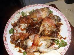 cuisiner des cailles en cocotte recette de cailles en cocotte aux oignons confits