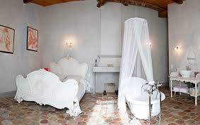 la chambre nuptiale nos chambres mariages fêtes provence domaine de bacchi à