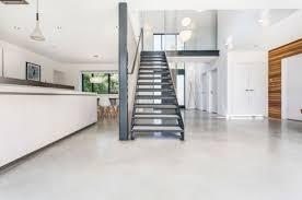 cuisine et vie design d intérieur escalier agit comme cloison entre cuisine et