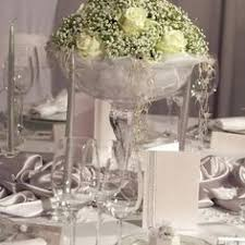 beautiful and inexpensive centerpieces use all kinds of vases