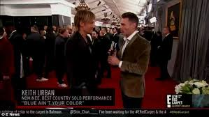 E Red Carpet Grammys Grammy Awards Keith Urban And Ryan Seacrest Share A Hug Daily