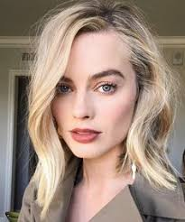 pictures of miss robbie many hairstyles pinterest picks the it girl side flip hairstyle margot robbie
