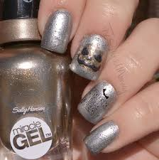 rock out with sally hansen the polished mommy