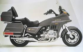 gl 1200 goldwing aspencade 1986 mine was rose i bought it used