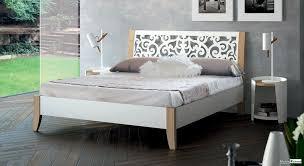 les chambre a coucher en bois chambre à coucher bois métal chambre complète meubles