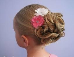 coiffure mariage enfant les 25 meilleures idées de la catégorie chignon fille sur