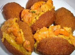brasilianische küche acarajé bohnenbällchen nt in palmöl frittiert mit