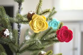 Flower Decorations For Christmas Tree by 70 Diy Felt Christmas Tree Ornaments Shelterness