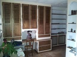 bureau dans un placard placard de bureau chambre avec bureau placard et lit basculant