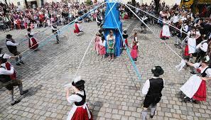 maypole traditions in germany synonym