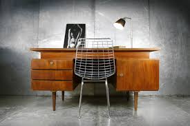 bureau vintage design vintage design teakhouten strak groot bureau jaren 60 dehuiszwaluw