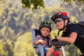siege velo a partir de quel age a quel âge peux t on mettre bébé sur un siège vélo
