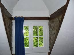 isolation chambre chambre avec lucarne isolation des côtés en briquettes d une