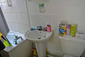 Messy Bathroom Letting Agent Places Hilarious Pictures Of Messy Flat For Rent
