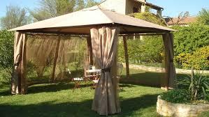 tonnelle de jardin en bois comment entretenir sa tonnelle en bois