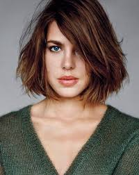 hair cut with a defined point in the back charlotte casiraghi haircut messy straight bob medium length