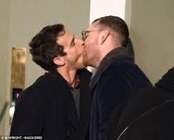 film magic hour ciuman sam smith and brandon flynn indulge in very steamy kiss daily mail