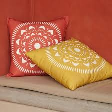 Mexican Patio Furniture by Love These Papel Picado Inspired Outdoor Pillows From West Elm
