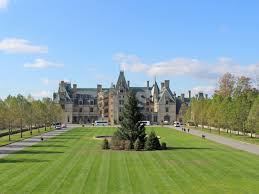 why visiting the biltmore estate should be your new holiday tradition