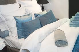 Large Bed Pillows 50 Decorative King And Queen Bed Pillow Arrangements U0026 Ideas