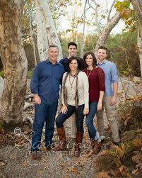 what to wear for family portraits poses for families with