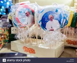 pope francis souvenirs pope souvenir stock photos pope souvenir stock images alamy