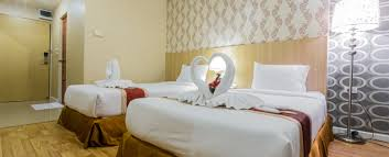 Twin Bed Hotel by Deluxe Twin Bed Room Three Seasons Place Hotels Near Hua Mak