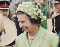queen elizabeth ii in green photos 60 years of the queen u0027s